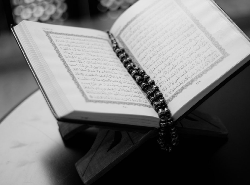 Al-Quran in the light of Sunni and Shia perspectives